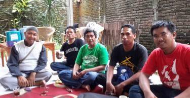 Sebagian dari anggota komunitas blogger Kota Makassar (foto: Nur Terbit)