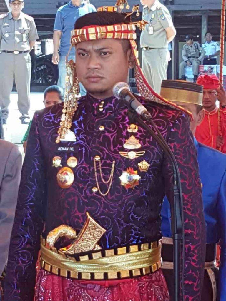 BUPATI GOWA, Adnan Puricha setelah dilantik jadi Raja (Sombayya) pasca disyahkannyan Perda No. 5 Tahun 2016 (foto dok pribadi)