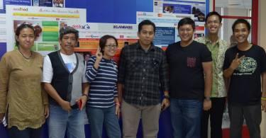 Kang Arul (tengah) usai memberi materi (foto dok Blogdetik)