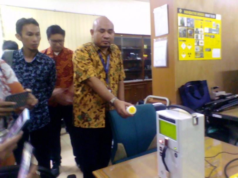 Fasilitas yang digunakan untuk mendeteksi radiasi nuklir di kawasan Badan Pengawas Tenaga Nuklir (Bapeten) di Jakarta (foto : Nur Terbit)