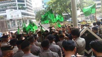Saut Tak Mau Damai, HMI Kembali Unjuk Rasa
