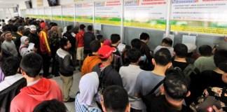 Antrian di Loket Tiket Stasiun Pasar Senen/NUSANTARANEWS