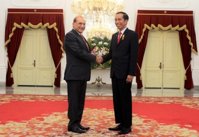 Presiden Jokowi menerima Pimpinan Khazanah Berhad Tan Sri Dato' Azman, Selasa (2/8), di Istana Merdeka, Jakarta/Foto: Humas Setkab/Oji