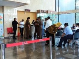 Sambangi KPK, Jaksa Farizal Dikawal Empat Orang dari Kejaksaan/Foto Fadilah