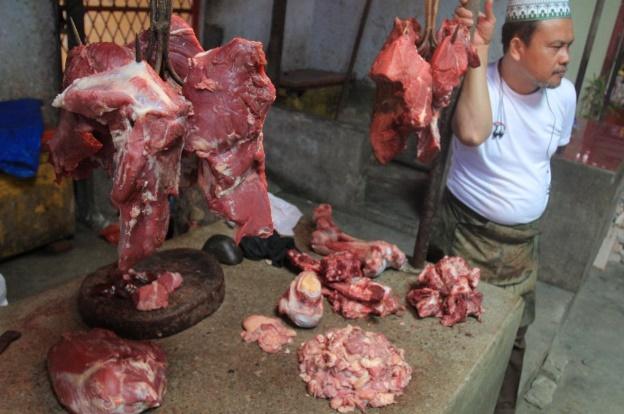 Rudi pedagang daging pasar PD Jaya Cempaka Putih/Foto Andika/Nusantaranews