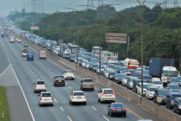 Arus Jalan Tol-Cikampek/Foto: sindinews.net