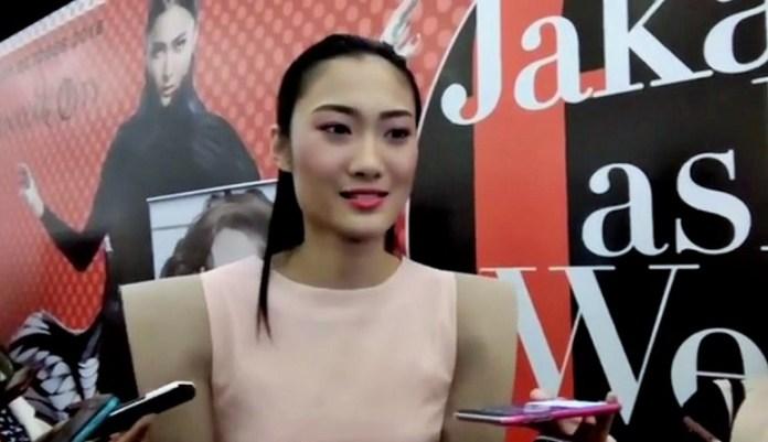 Ayu Gani i Jakarta Fashion Week 2017, Selasa (25/10)/Foto: Via YouTube