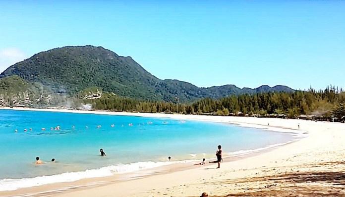 Pantai Lampuuk Hadirkan Sensasi 'Bali' di Aceh