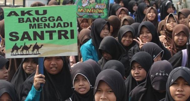 Para Santriwati Lakukan Kirap Jelang Hari Santri Nasional Foto Via Tempo.co