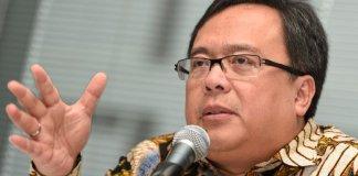 Menkeu Bambang Brodjonegoro memberikan keterangan pers di Kantor Ditjen Pajak, Jakarta, Selasa (8/3). Menkeu menyatakan sebanyak 4.551 fungsional pemeriksa dan penyidik pajak di seluruh Indonesia akan membantu optimalisasi penerimaan pajak dari Wajib Pajak Orang Pribadi. ANTARA FOTO/Sigid Kurniawan/nz/16.
