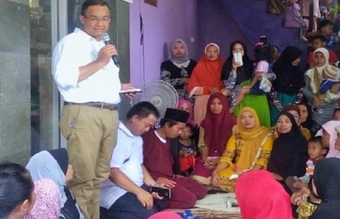Cagub Anies berdialog dengan warga Kampung Rawa Lele, Kelurahan Kalideres, Jakarta Barat, Senin (7/11)/Foto: dok. AntaraFoto