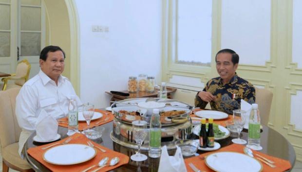 Presiden Joko Widodo menerima Ketua Umum Gerindra Prabowo Subianto di Istana Merdeka, Jakarta, Kamis, 17 November 2016. Keduanya sedang menikmati sajian makan siang. Foto Istimewa/Biro Pers Istana Kepresidenan.