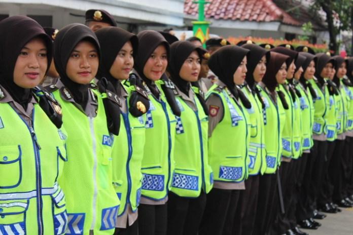 Para Polwan Berjilbab Amankan Aksi Damai 4 November. Foto Andika/Nusantaranews