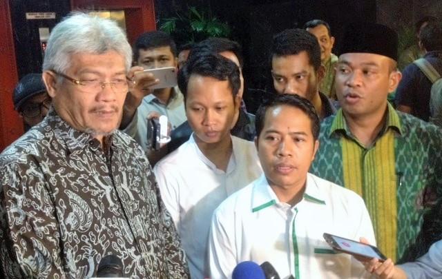 Sejumlah Alumni dan Pengurus Besar HMI di Gedung DPR/MPR RI/Foto Deni / Nusantaranews