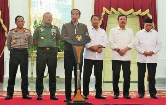 Presiden Joko Widodo menggelar rapat terbatas di Istana Negara bahas situasi Jakarta setelah terjadi gesekan antara massa aksi dengan aparat/Foto: Setkab