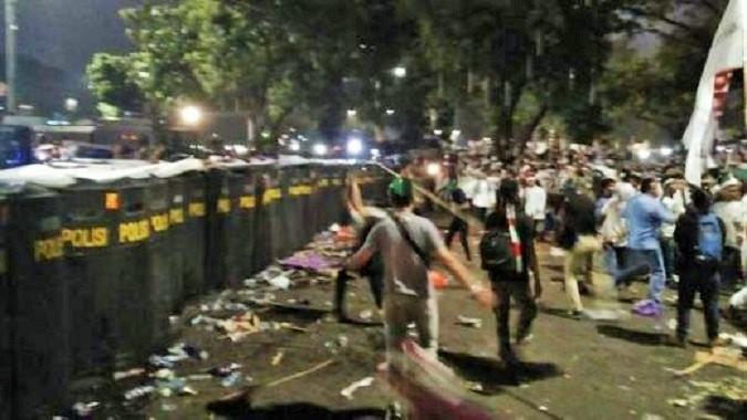Situasi menjelang kericuhan terjadi antara Massa aksi dengan Aparat/Foto: IST