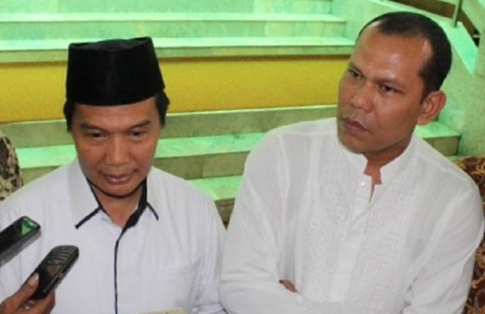 Sekjen Alwashliyah, Mashyuril Khamis(kiri) bersama Affan Rangkuti(kanan) saat memberikan keterangan pers soal calon anggota BPKH di Masjid Sunda Kelapa, Jakarta, 27 Desember 2016. Andika/Nusantaranews
