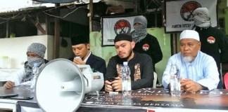 Panglima FSI Diko Nugroho saat Konferensi pers Forum Syuhada Indonesia (FSI) i Menteng, Jakarta, Jumat (16/12/2016)/ Foto Hatiem /NUSANTARAnews