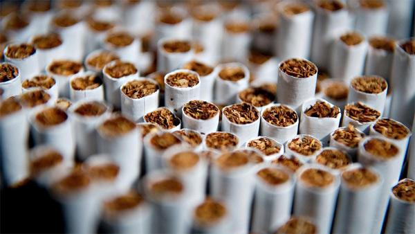 Produksi Rokok Indonesia. Foto via bisnis