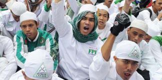 Massa FPI saat desak pencopotan kapolda jabar. Foto dok. @tribunrakyat
