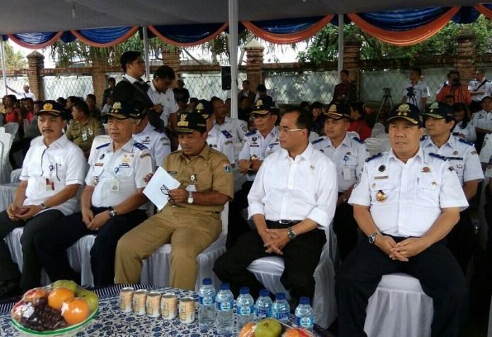Menhub Budi Karya saat di Pelabuhan Sunda Kelapa, Jakarta. Foto Andika/Nusantaranews