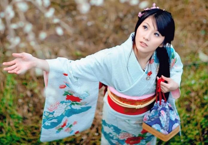Perempuan Jepang Berpakaian Kimono. Foto Ilustrasi/IST