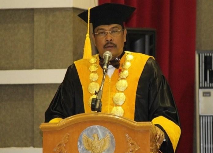Guru Besar Institut Pemerintahan Dalam Negeri (IPDN) Bahrullah Akbar/Foto Dok. Pribadi