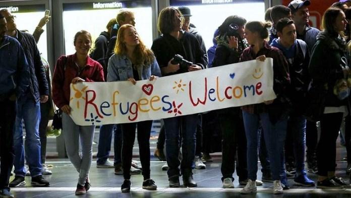 Sejumlah pemuda-pemudi Jerman menyambut kedatangan imigran/Foto: Dok. Euronews