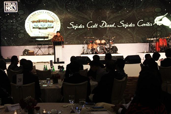 Menteri Perindustrian Airlangga Hartanto saat menghadari Perayaan Pencapaian Penjualan 1 Juta Unit Colt Diesel di Indonesia dengan tema