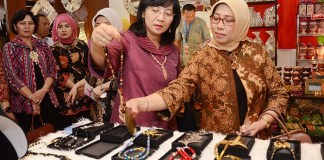Dirjen IKM Kemenperin Gati Wibawaningsih usai meresmikan pembukaan Pameran Kerajinan Jogja Istimewa. Foto Humas Kemenperin