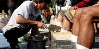 Aksi Cor Kaki Sedulur Kendeng tolak Pembangunan Pabrik Semen Rembang/Foto Istimewa/Nusantaranews