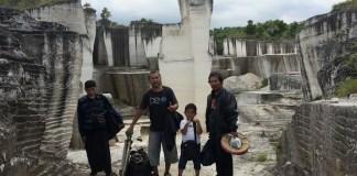 """Pertunjukan """"Manusia Kapur"""" di Kampung Badur/Ilustrasi Foto: Dok. Hafash Giring Angin"""