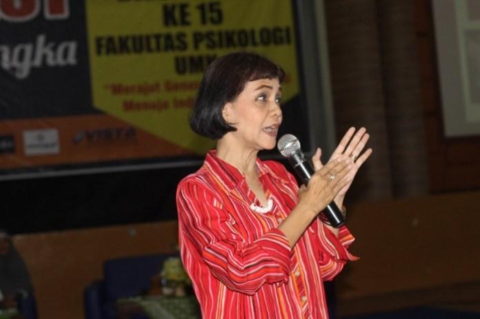 Psikolog Dra. Tika Bisono M.Psi. saat menyampaikan materi pada Psychofest memperingati Dies Natalis ke-15 Fakultas Psikologi Universitas Muria Kudus (UMK) bertajuk
