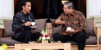 SBY dan Jokowi Duduk Di Beranda Istana Merdeka/Foto Dok. Sekretariat Kabinet/Nusantaranews