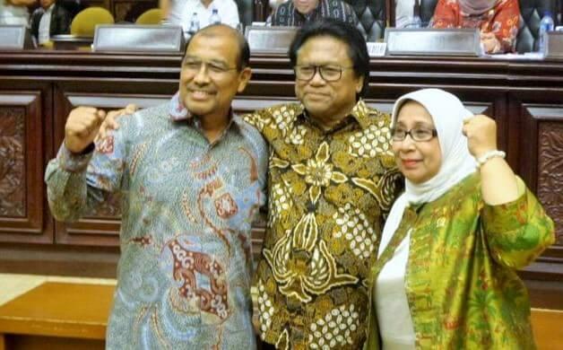Ketua DPD RI terpilih Oesma Sapta Odang (tengah) bersama Wakil Ketua DPD RI terpilih Nono Sampono dan Darmayanti Lubis seusai penetapan pimpinan baru DPD. Foto: Dok. Kompas.com