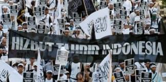 HTI saat demonstrasi. Foto: Salafy News