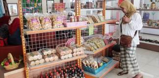 Memilih Produk Dalam Negeri/foto Ilustrasi/kompas/Nusantaranews