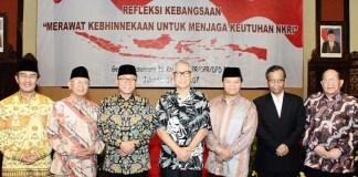 Pimpinan MPR RI bersama tokoh nasional lintas agama. Foto Dok. Humas MPR RI/Nusantaranews