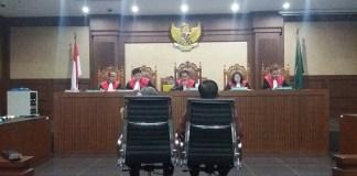 Hakim Anggota Franky Tambuwun saat sidang di Pengadilan Tipikor, Bungur, Jakarta Pusat, Kamis, (20/7/2017). Foto Restu Fadilah/ NUSANTARANEWS.CO