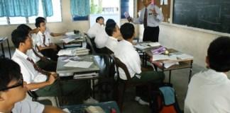 Guru mengajar/Foto ilustrasi/ruangguru/Nusantaranews