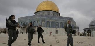 Polisi Keamanan Israel Menjaga Masjid Al Aqsa/Foto via monitor/Nusantaranews