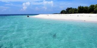 Pantai Gili Labak Sumenep. Foto: Dok. Indonesia-Tourism.com