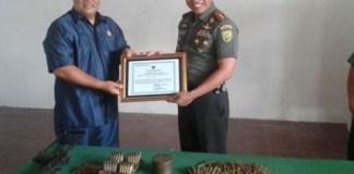 Penyerahan Piagam Penghargaan/Foto Dok. Antara/Nusantaranews