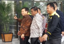 Setya Novanto (batik coklat) saat ke KPK/Foto Restu Fadilah/Nusantaranews