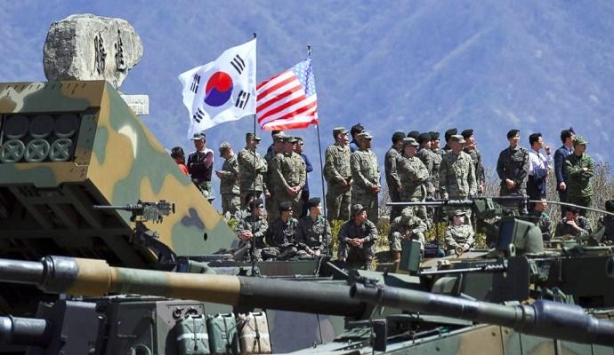 latihan militer gabungan antara Korea Selatan (Korsel) bersama Amerika Serikat (AS). Foto: Dok. Jung Yeon-Je/AFP/Getty Images
