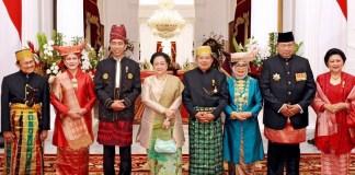 Foto bersama di Istana Merdeka Foto Dok. Agus Suparto