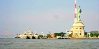 Jalesveva Jayamahe Monument - Surabaya. Foto: Dok. Panoramio