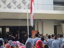upacara bendera memperingati Hari Ulang Tahun (HUT) ke-72 Kemerdekaan Republik Indonesia (RI), di halaman kampus UMK, Kamis (17/8/2017). Foto Rosidi/ NusantaraNews.co
