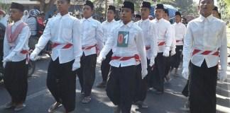 Santri kenakan sarung ikut gerak jalan/Foto Dok. Pribadi/Nusantaranews