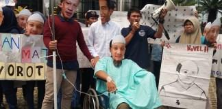 Sekolah Anti Korupsi (Sakti) mengadakan aksi teatrikal penuntaskan kasus Novel Baswedan/Foto Restu Fadilah/Nusantaranews